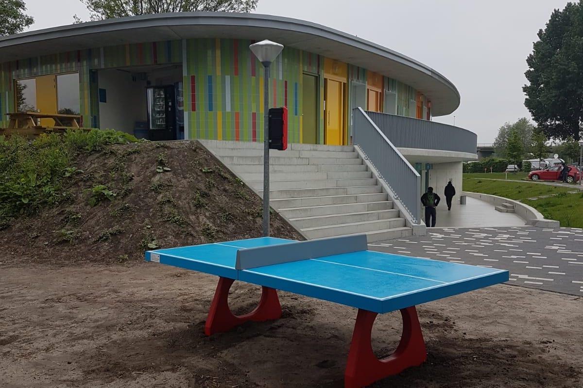 Gedoneerde tafeltennistafel project uitbreiding camping Zeeburg